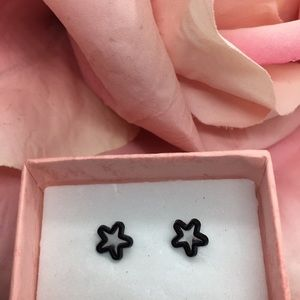 Hollow Floral Star Minimalistic Stud Earring